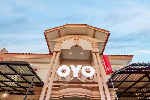 OYO 631 Tjahaja Baroe Residence Syariah Surabaya - Facade