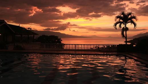 Parapat View Hotel Danau Toba - pemandangan area hotel