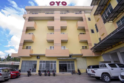 OYO 2695 D'es Guest House Samarinda - Facade