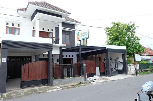 Simply Homy Guest House Malioboro 2 Yogyakarta - Exterior