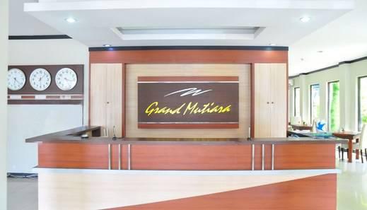 Grand Mutiara Hotel Bangka - Meja penerima tamu