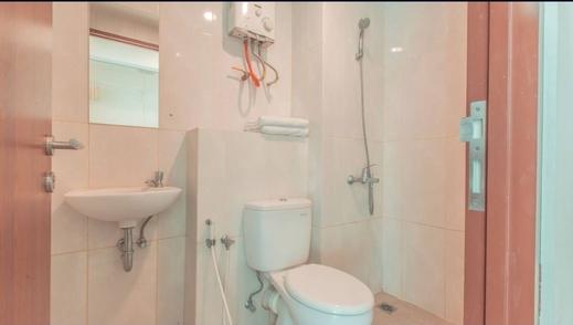 8rooms@ Grand Kamala Lagoon Bekasi - Bathroom