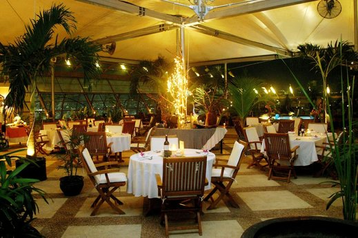 Grand Arkenso Park View Simpang Lima Semarang - Dining