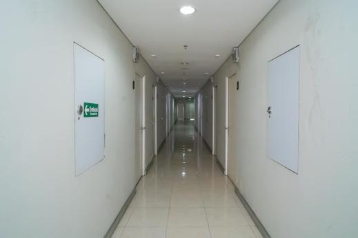 RedDoorz Apartment @ Skylounge Tamansari Tangerang - Photo