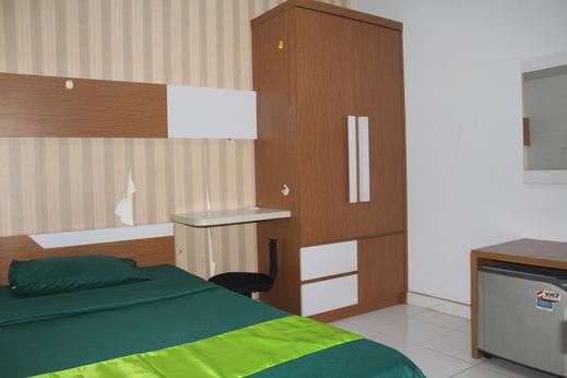 Lokal Rooms by Nature's @Aeropolis Residence Tangerang - King bed