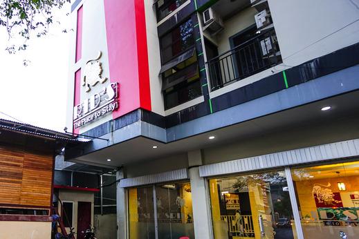 OYO 1769 Rid's Hotel Manado - Facade