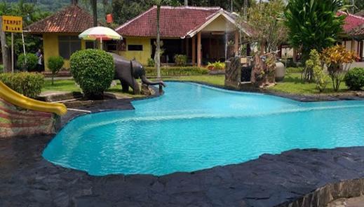 Hotel Cleopatra by MyHome Hospitality Sukabumi - pool