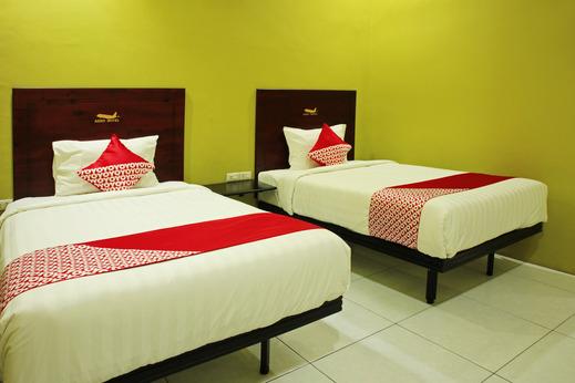OYO 870 Aero Hotel Deli Serdang - Bedroom
