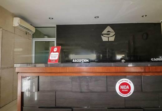 NIDA Rooms Lapangan Medan Petisah Medan - Resepsionis