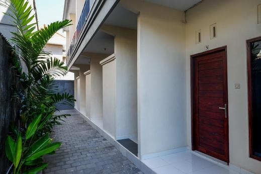 RedDoorz near Mertasari Beach Bali - Photo