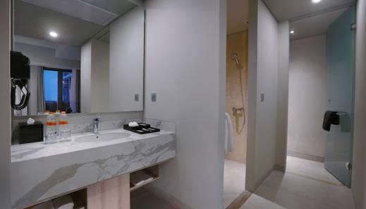 Harper Cikarang by ASTON Bekasi - Deluxe room Bathroom