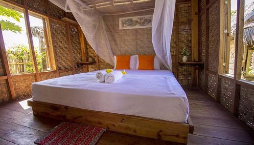 Sunset Moyo Bungalow Sumbawa - Bedroom