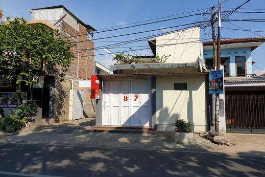 OYO 2418 Sutanto Guest House Bandung - Facade