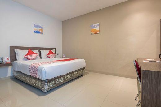 OYO 1679 Hotel Century Makassar Makassar - Bedroom