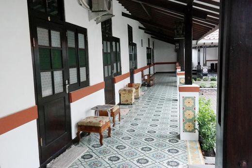 Kolonial Guest House (not active) Majalengka - Exterior