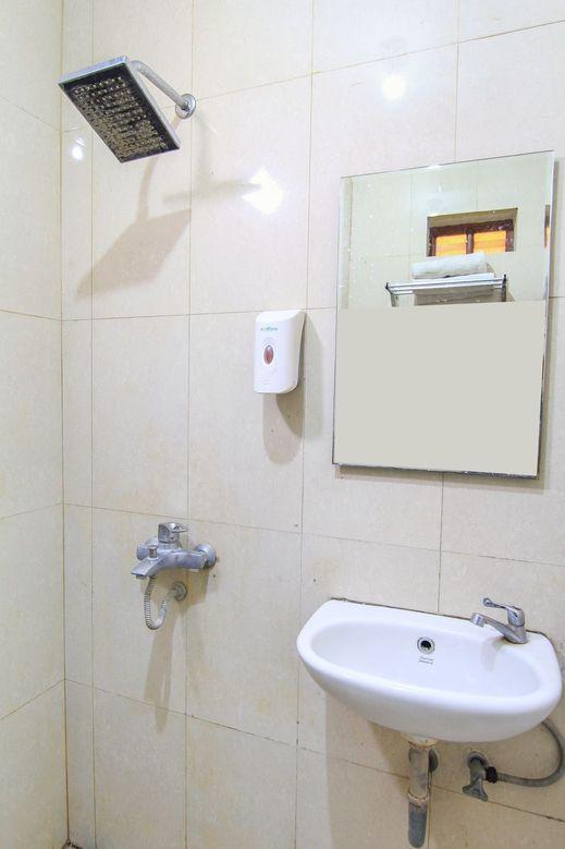 Hotel Pasah Asi Surabaya By ZIRI Surabaya - Bathroom