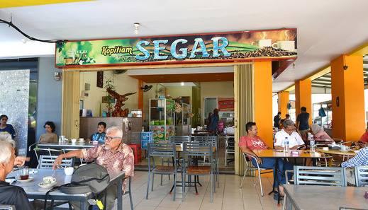 Hotel Fresh One Batam - Kopitam Segar tepat di sebelah hotel dengan pilihan makanan dan minuman beragam (Halal)