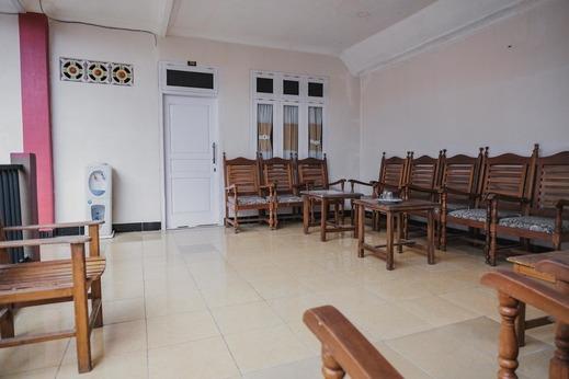 RedDoorz Syariah near Kebun Raya Liwa Lampung Barat - Photo