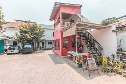 OYO 1555 Unik Guesthouse Syariah Jakarta - Facade