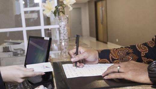 Verse Lite Hotel Gajah Mada - Front Office