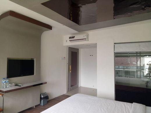 Hotel Surya Makassar - Bedroom