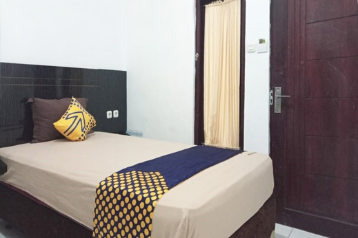 SPOT ON 3605 Clarichie Guest House Kupang - Bedroom