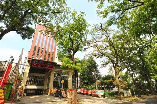 Kampioen Bed & Breakfast Bandung - Exterior