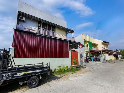 OYO 3907 Mine Residence Padang - Facade
