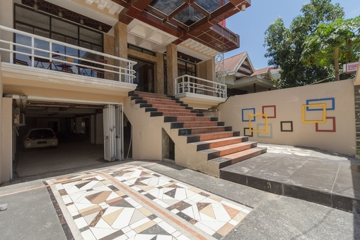 RedDoorz Plus @ Boulevard Panakkukang Makassar - Exterior