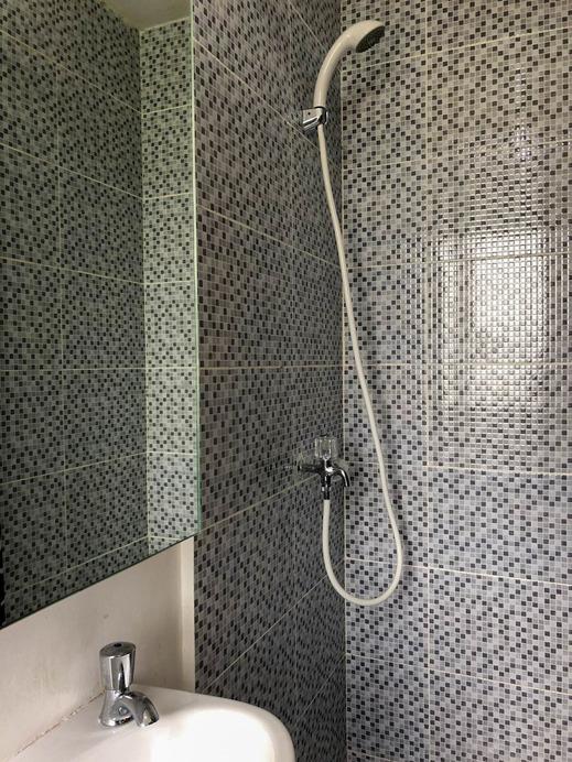 Aeropolis Residence By Roomz Tangerang - Bathroom