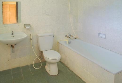 Foresta Inn Tretes - Bathroom