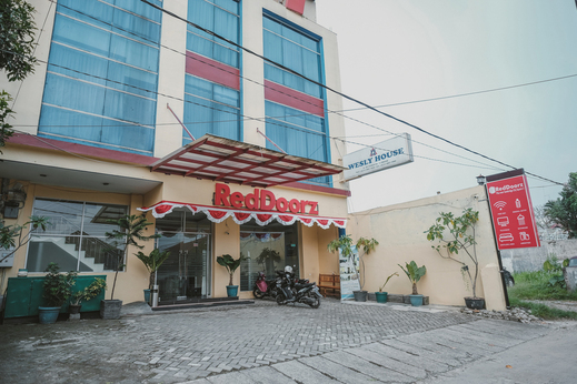 RedDoorz Plus near Cambridge City Square 3 Medan - Photo