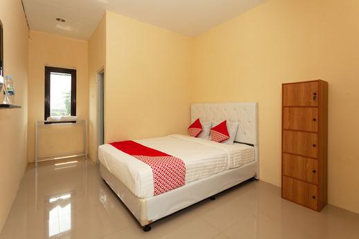 OYO 588 Richmond Guest House Cirebon - Bedroom