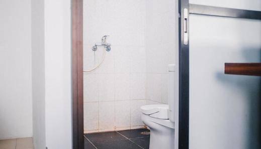 RedDoorz near Sirkuit Sentul Bogor - Bathroom