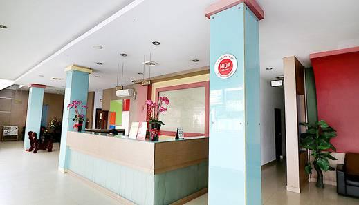 NIDA Rooms Pasar Pekanbaru Bawah Kadiga Ali - Resepsionis