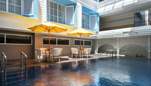 Yan's House Hotel Kuta - Pool