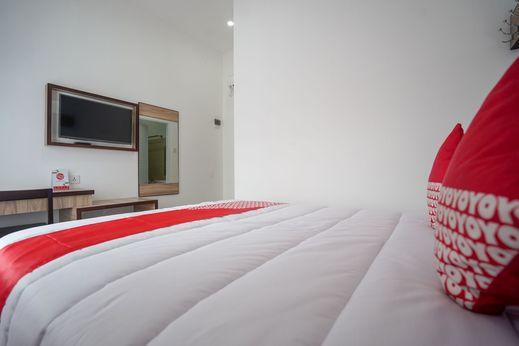 OYO 578 Sugoi Kost Palembang - Bedroom