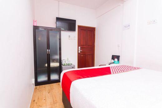 OYO 1771 Zeke Hotel Batam - Bedroom