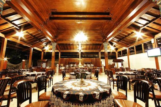 Cakra Kusuma Hotel Yogyakarta - Buffet