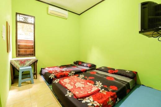 Penginapan Roro Mendut Magelang - Group AC Private Bathroom (TV)