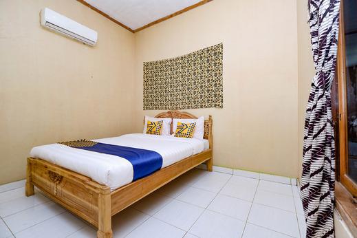 OYO 2430 Lisshaffa Homestay Jepara - Bedroom