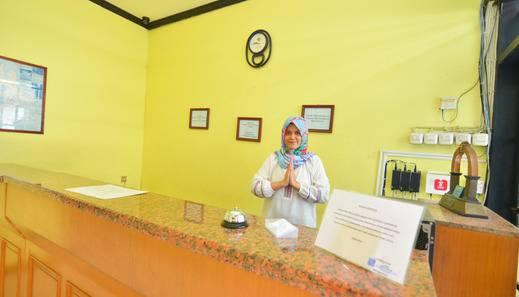Hotel Astria Graha Bandung - Receptionist