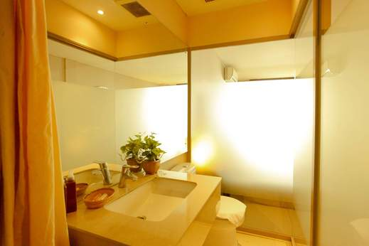 W Home Cikatomas Jakarta - Bathroom