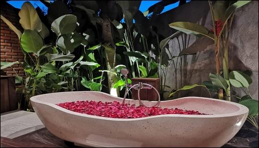 Taulan Villa and Restaurant Bali - interior