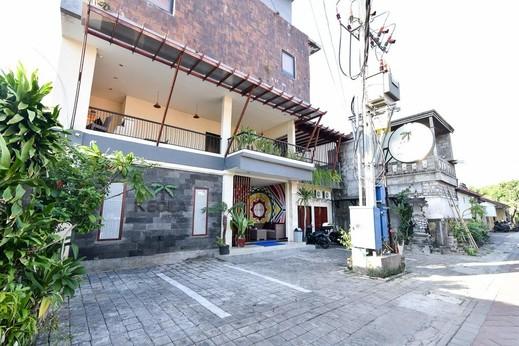 RedDoorz near Legian Street Bali - Property Building
