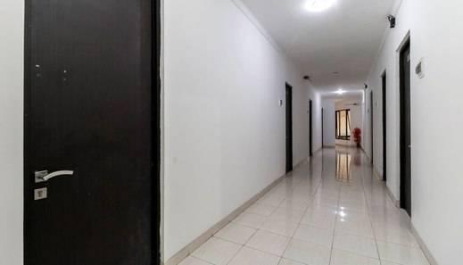 RedDoorz Plus near Trisakti University Jakarta -