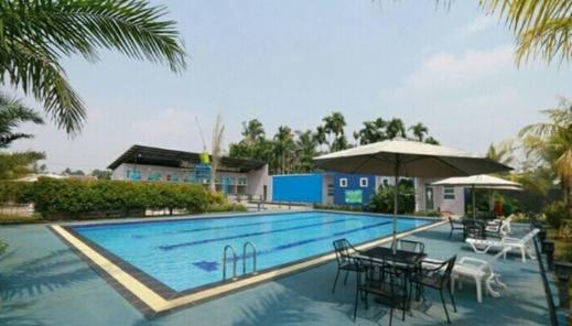 NIDA Rooms Iskander Muda 168 Pasar Jambi - Kolam Renang