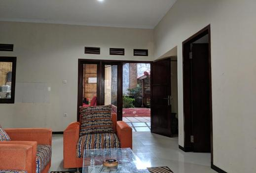 Full House at Villa Kusuma Estate 30 Malang - Interior