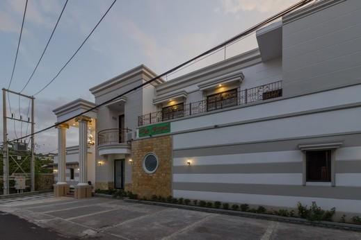 RedDoorz Plus near Pantai Malalayang Manado Manado - Bangunan Properti
