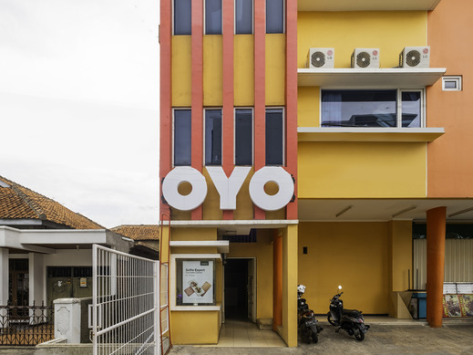 OYO 2405 The Karins Guesthouse Syariah Near RS AI Islam Bandung - Facade